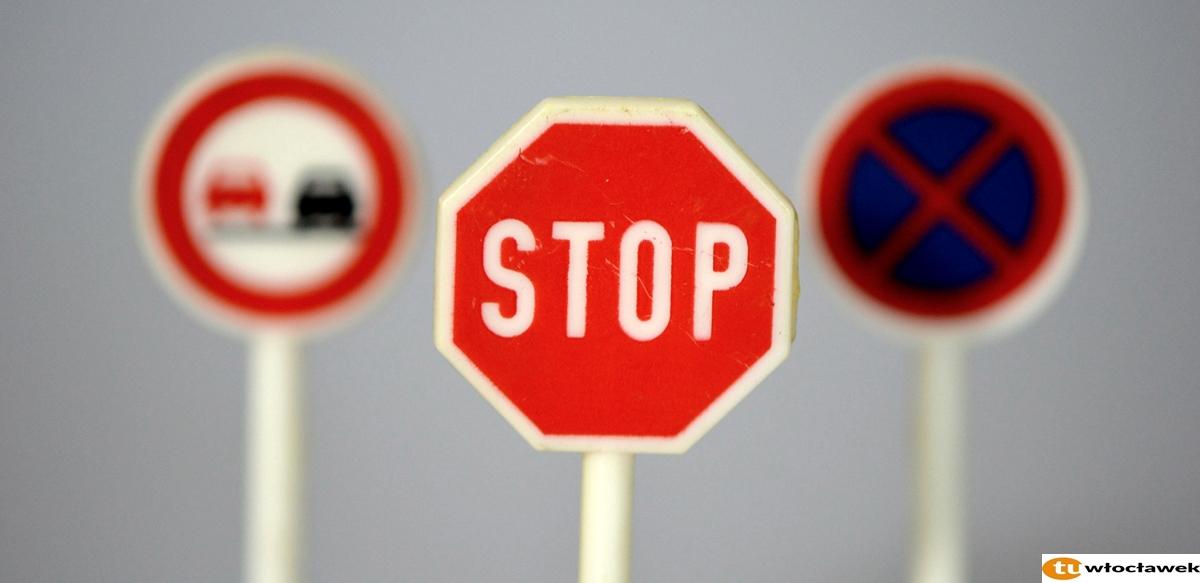 traffic-signs-674620_1920